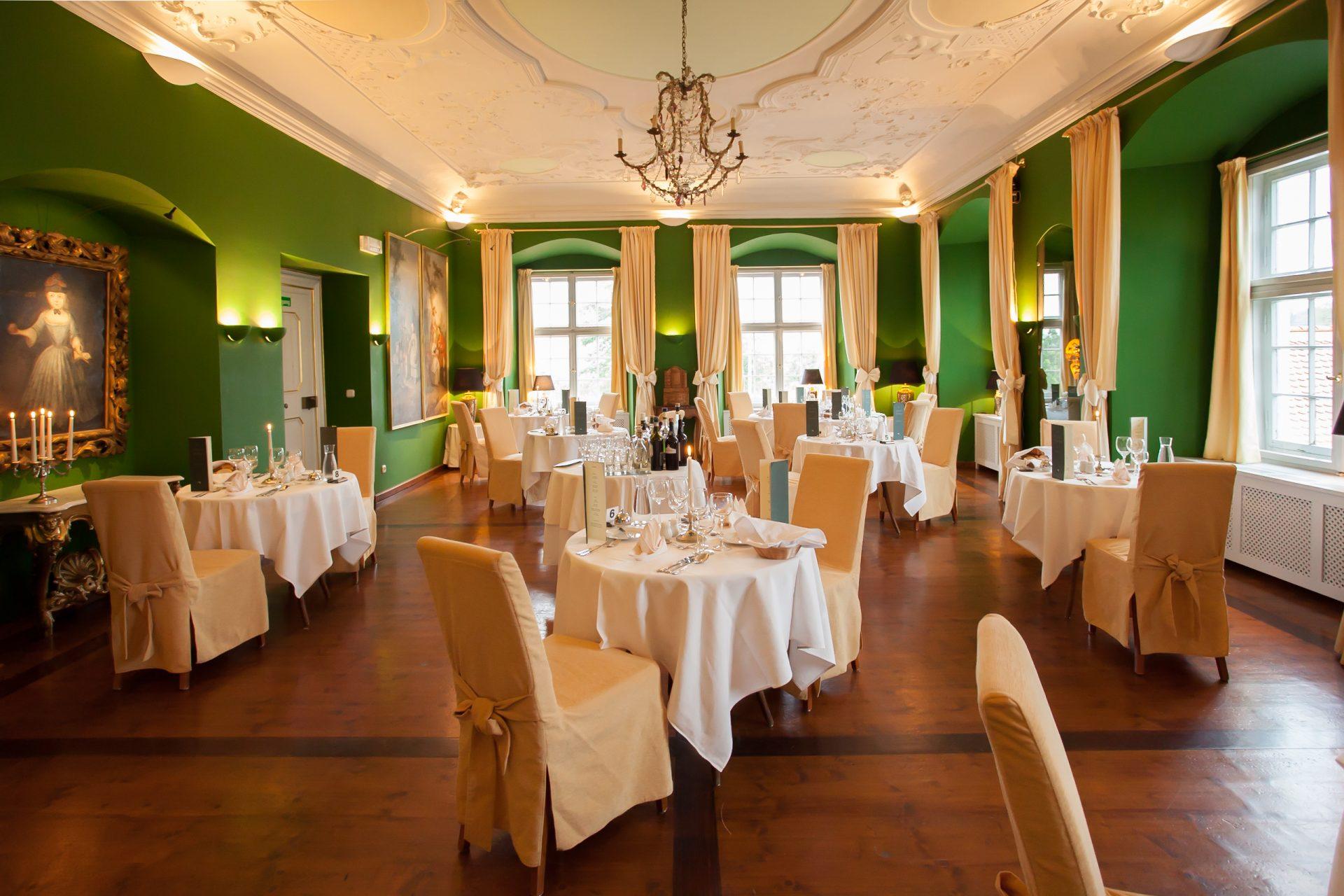 Schloss Neuburg - Freybergzimmer, Candlelight-Dinner, Tische