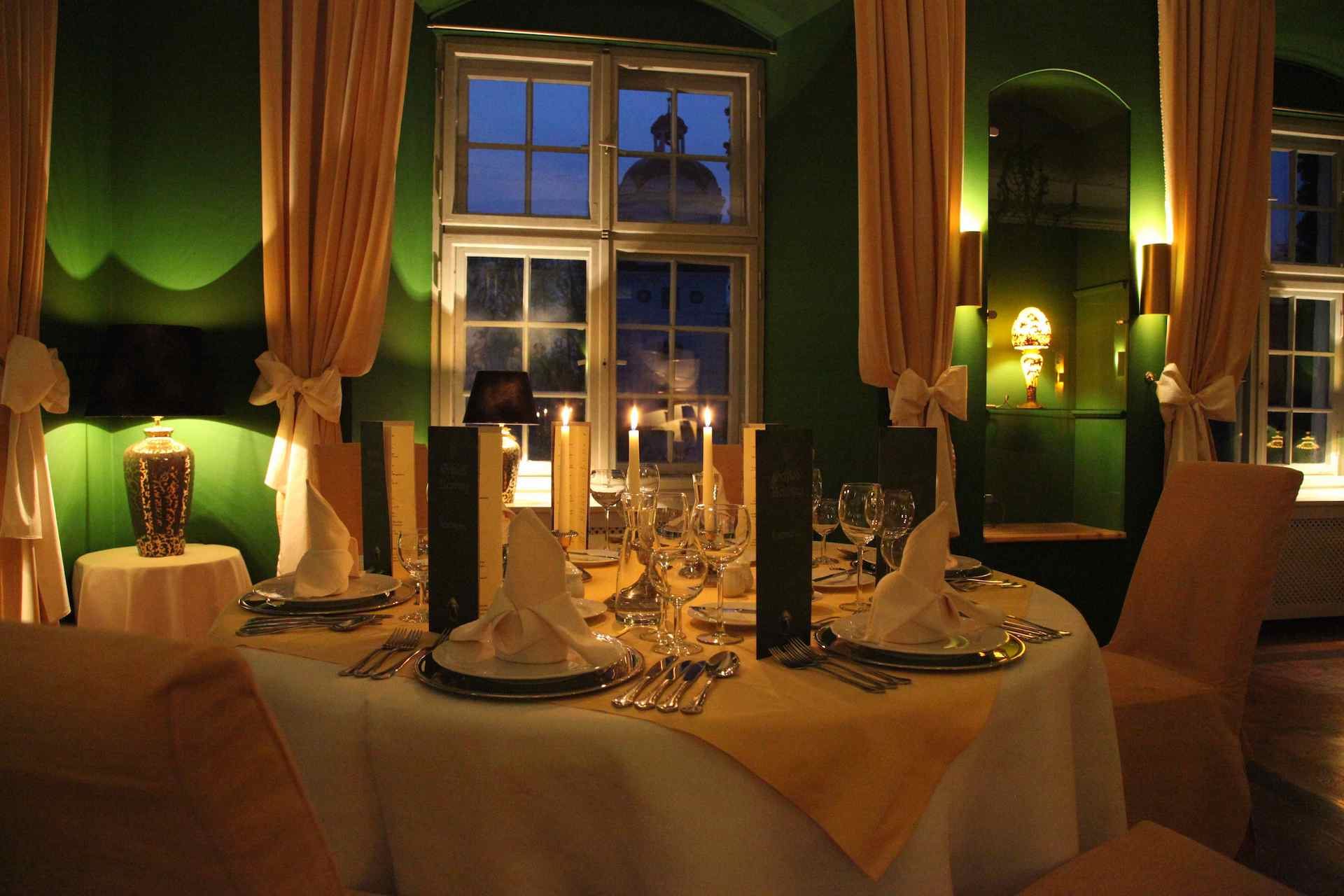 Candle light dinner Schloß Neuburg