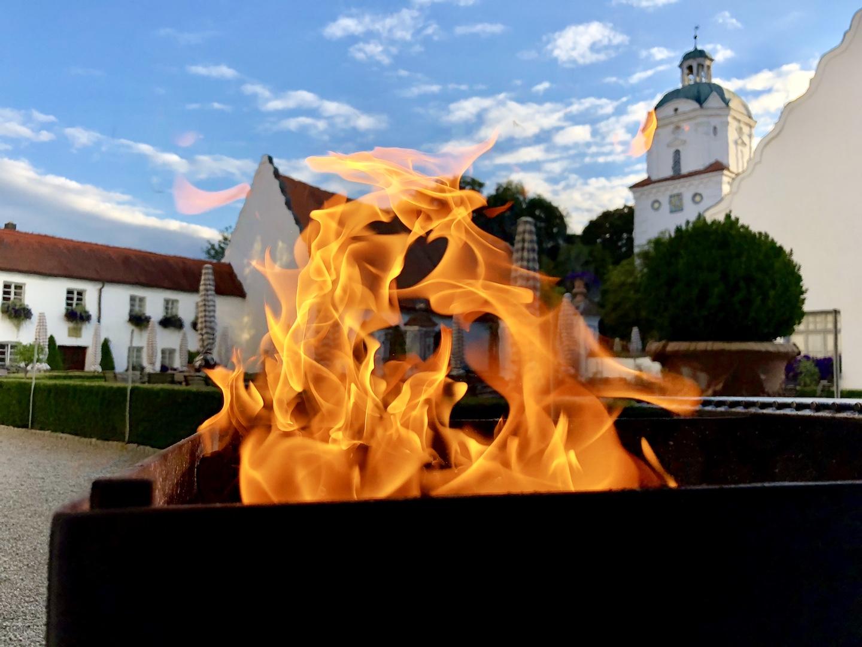 Schloss Neuburg - Schlosshof, Grillen, Feuer, Barbecue