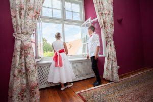 Schloss Neuburg - Kinder am Fenster